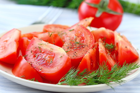 Tomatensalade met peper en verse groenten Stockfoto