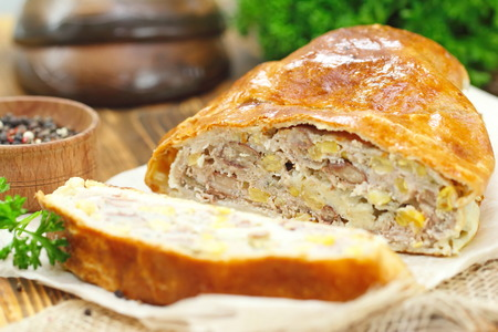haricot: Homemade meat pie with haricot and sweet corn