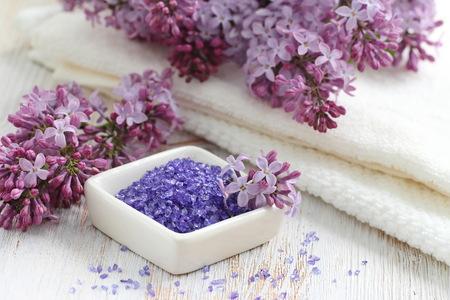 SPA setting with sea salt and lilac flowers Standard-Bild