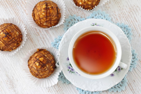 Teaparty, Sweet cakes with caramel and chocolate