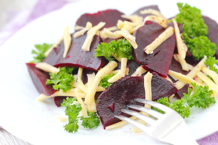 Salad with beet, cheese and fresh greens served witn oil and balsamic vinegar Stock fotó - 115731538