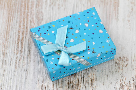 Gift box on wooden table. Festive concept. Decoration for holiday Stockfoto