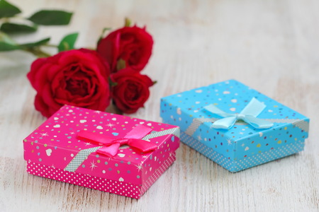 Fresh red roses and gift boxes on wooden table. St. Valentines Day concept. Stock fotó - 115731548