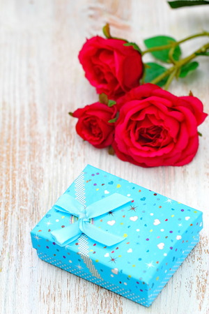 Fresh red roses and gift box on wooden table. St. Valentines Day concept. Stock fotó - 115731554