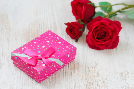 Fresh red roses and gift box on wooden table. St. Valentines Day concept. Stock fotó - 115731555