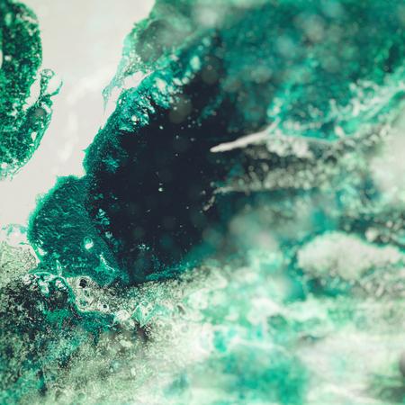 Vloeibare acrylverf, vloeibaar kunstwerk, abstracte kleurrijke achtergrond met gekleurde geverfde cellen, vlekken. Groene retro kleuren Stockfoto