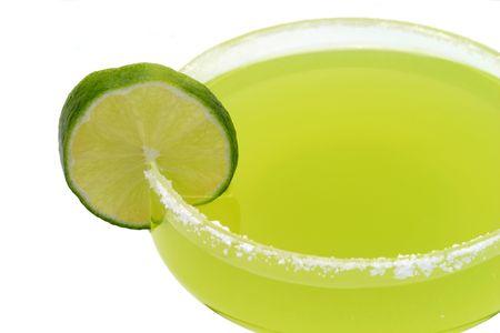 alimentos y bebidas: Una margarita, aisladas sobre un fondo blanco.