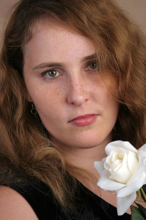 red haired girl: Un closeup ritratto di una bellissima ragazza dai capelli rossi.