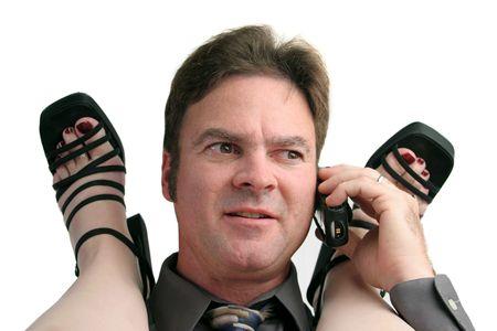 Ein Mann mit einer Büro-Affäre, unterbrochen durch das Telefon.  Standard-Bild - 284993