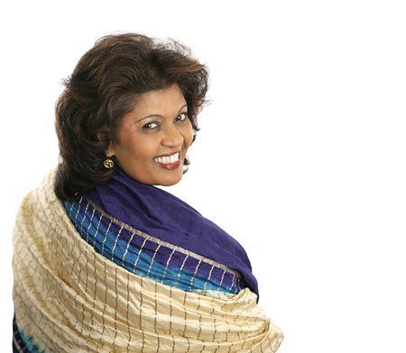 stola: Eine sch�ne indische Frau in einem bunten, traditionellen Schal.  Lizenzfreie Bilder