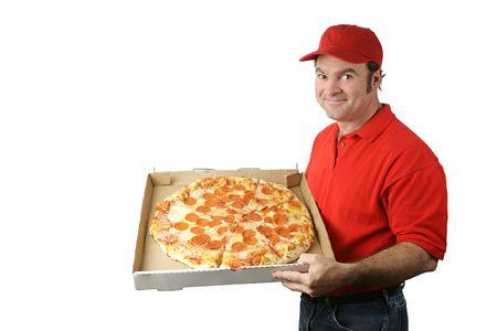 caja de pizza: Un hombre de entrega de la pizza que sostiene una pizza caliente, fresca de los salchichones. Aislado en blanco. Foto de archivo