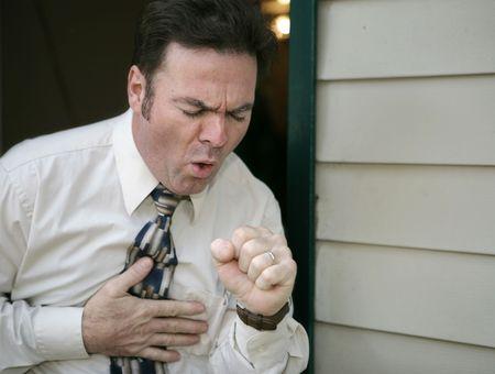 tosiendo: Un hombre de salir del trabajo antes de tiempo porque de una tos.