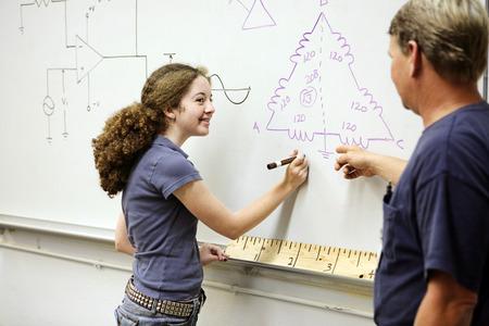 circuitos electricos: Una hembra de alta escuela el aprendizaje de los estudiantes acerca de circuitos el�ctricos.