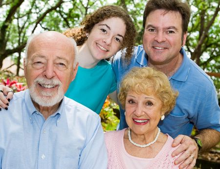 Feliz hermosa familia extensa - abuelos, padre e hija adolescente.  Foto de archivo - 3105251