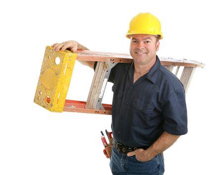 Friendly trabajador de la construcción el desempeño escalera. Aislado en fondo blanco.  Foto de archivo - 3121607