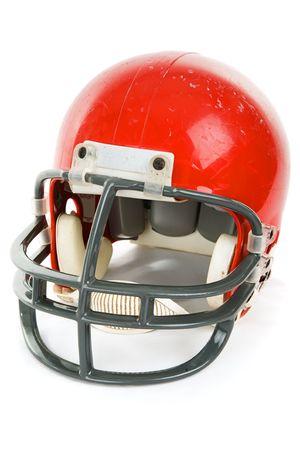 casco rojo: Degradado casco antiguo de f�tbol, aislados en blanco.