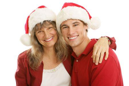 madre soltera: Pareja madre soltera gasto de Navidad con su guapo hijo adolescente. Aislado en blanco.