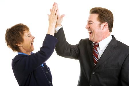 열정적 인 비즈니스 파트너가 서로에게 높은 5를 제공합니다. 흰색으로 격리.