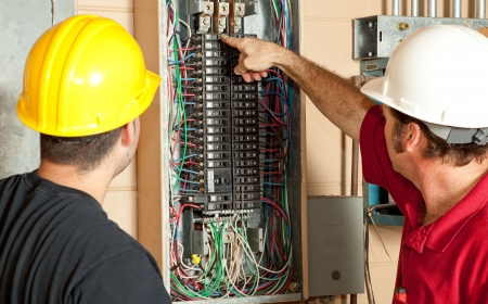 Elektrycy zidentyfikować 20 amp breaker, który Gone Bad i zastąpić ją.
