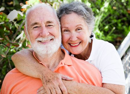Portriat of a healthy, happy senior couple in love.   Imagens