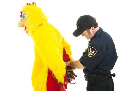 Pollo uomo essere ammanettato da un funzionario di polizia.  Isolated on white. Archivio Fotografico - 5918352