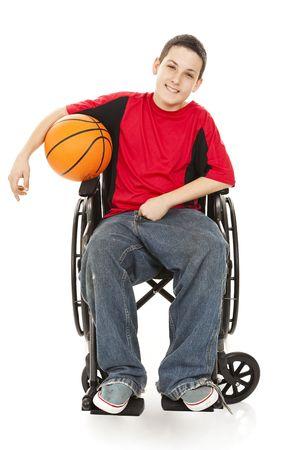discapacitados: Chico adolescente discapacitado disfruta jugando baloncesto.  Cuerpo completo aislado en blanco. Foto de archivo