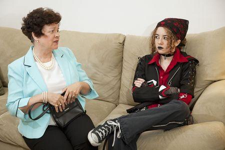 feindschaft: Rebellische Teenager und besorgt Mutter haben M�he, die miteinander kommunizieren.