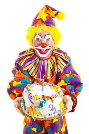 clown cirque: Colorful clowns tenant un g�teau d'anniversaire. Isol� sur blanc.