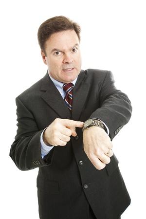 jefe enojado: Empresario con impaciencia se�alando su reloj.  Aislados en blanco.