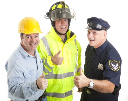 フレンドリーなブルーカラー労働者 - 消防士、警官、建設労働者 - 今すぐ登録親指を与えます。白で隔離されます。