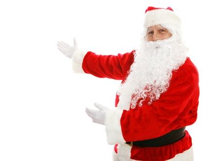 Kerstman met zijn armen in een presentatie gebaar. Geïsoleerde ontwerp element.