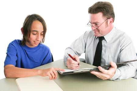Jeune garçon hispanique parler avec son enseignant ou conseiller scolaire. Isolé sur fond blanc. Banque d'images - 21141772