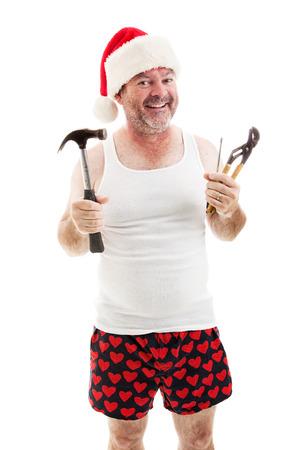 wifebeater: Padre sorridente in un cappello di Babbo Natale, tenendo i suoi strumenti. E 'pronto da montare regali di Natale.