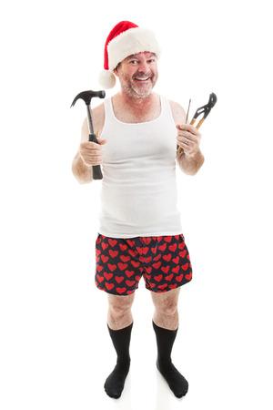 wifebeater: Padre pronti con strumenti per assemblare i regali di Natale per i bambini. Corpo pieno isolato su bianco.
