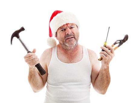 wifebeater: Pap� frustrato alla vigilia di Natale in possesso di strumenti per assemblare i regali. Isolati su bianco.