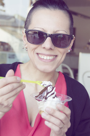 obesidad infantil: girl eating an ice cream in the foreground with a blurred background