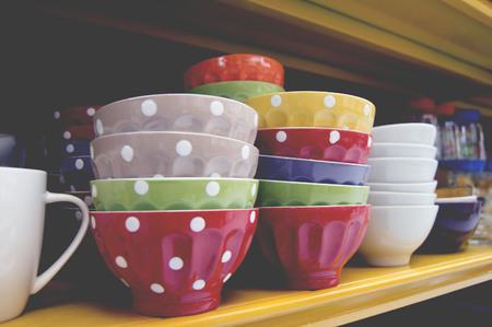 Venta de tazas coloridas con pois