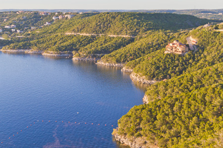 Travis lake at Austin - Texas - USA with houses and trees around Banque d'images