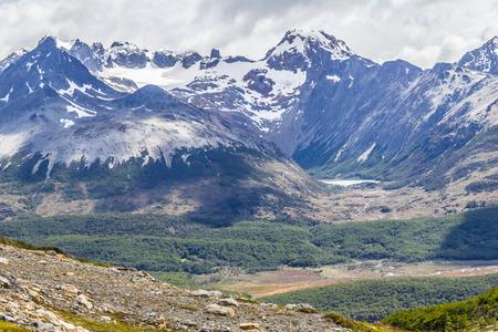 Laguna esmeralda between mountains in Ushuaia, Patagonia, Argentina Banco de Imagens - 95964074
