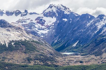 Laguna esmeralda between mountains in Ushuaia, Patagonia, Argentina Banco de Imagens - 95723501