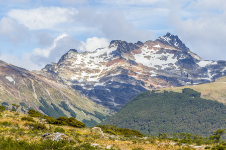Snow mountains in Laguna Esmeralda trail, Ushuaia, Patagonia, Argentina Banco de Imagens - 95814819