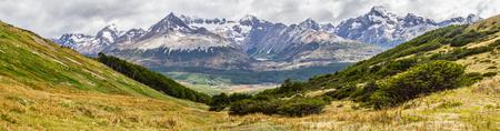 Laguna esmeralda between mountains in Ushuaia, Patagonia, Argentina Banco de Imagens