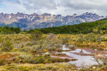 Laguna Esmeralda trail with forest and mountains, Ushuaia, Patagonia, Argentina Banco de Imagens - 95964788