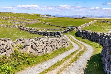 Road around farms with stone wall in Inishmore, Aran Islands, Ireland Banco de Imagens