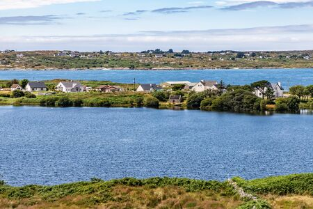 Bay with farm field and houses in Carraroe, Conemara, Galway, Ireland Banco de Imagens