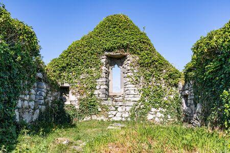 Ruins of a church in Carraroe, Conemara, Galway, Ireland Banco de Imagens