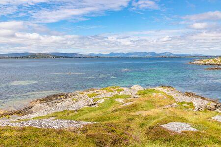 Beach with rocks and vegetation in Carraroe, Conemara, Galway, Ireland Banco de Imagens