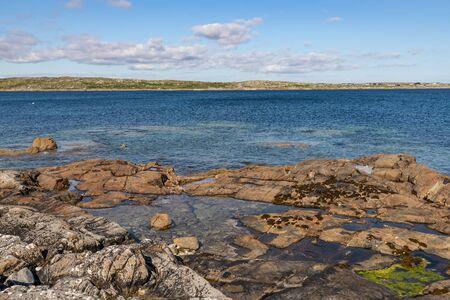 Sunny day in beach with rocks  in Carraroe, Conemara, Galway, Ireland Banco de Imagens