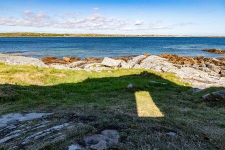 Ruins shadow and Sunny day in beach in Carraroe, Conemara, Galway, Ireland Banco de Imagens