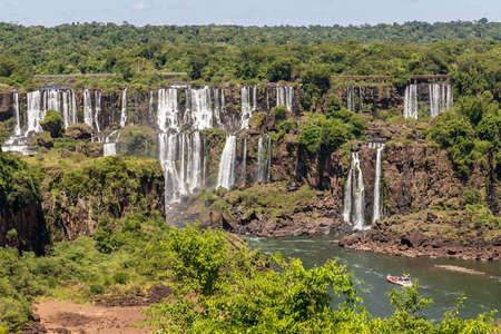 Forest, waterfalls and building, Foz do Iguaçu, Parana, Brazil Banque d'images